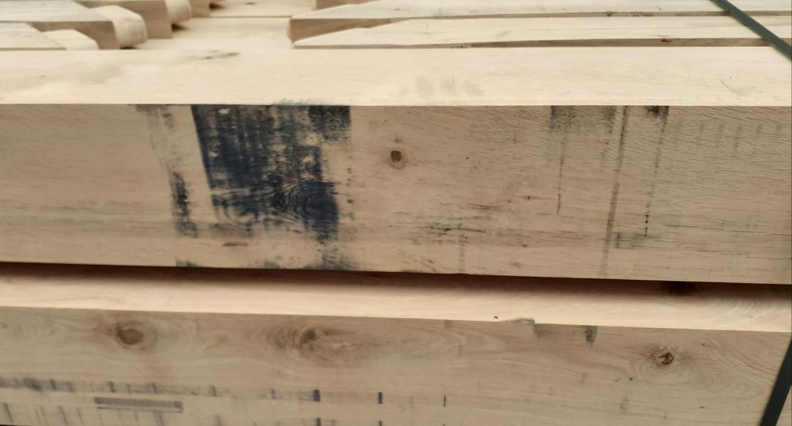 Blauwzwarte oxidevlekken op je hout: hoe verwijder je die?>